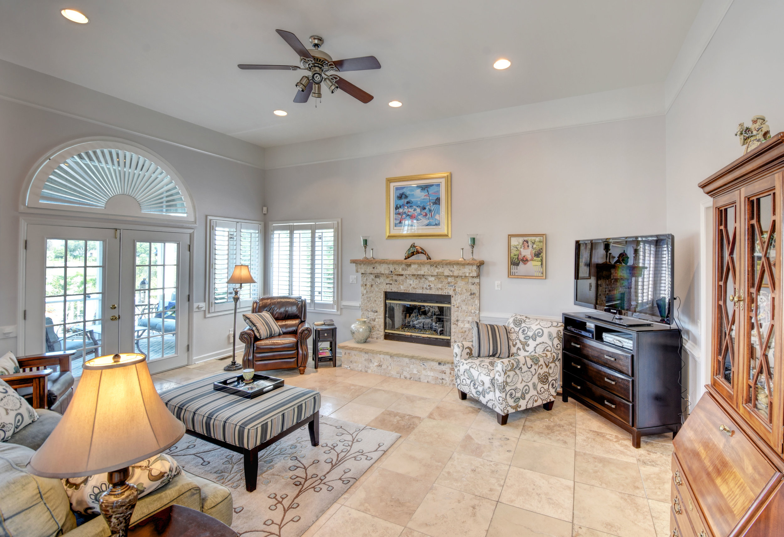 842 Shinn Point Rd Wilmington-print-021-63-Living Room-4200x2877-300dpi.jpg