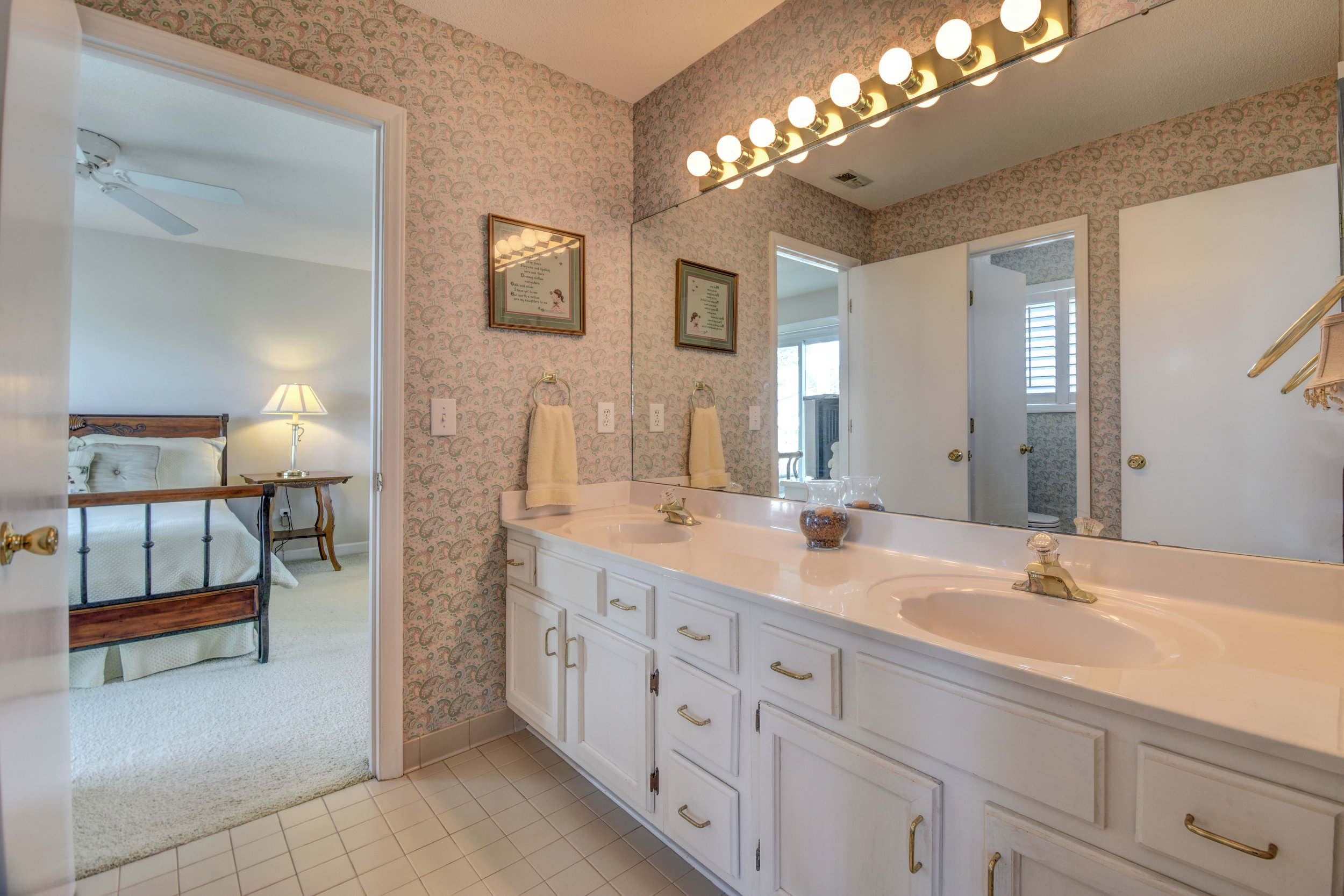 842 Shinn Point Rd Wilmington-print-046-83-Bathroom 3-4200x2800-300dpi.jpg