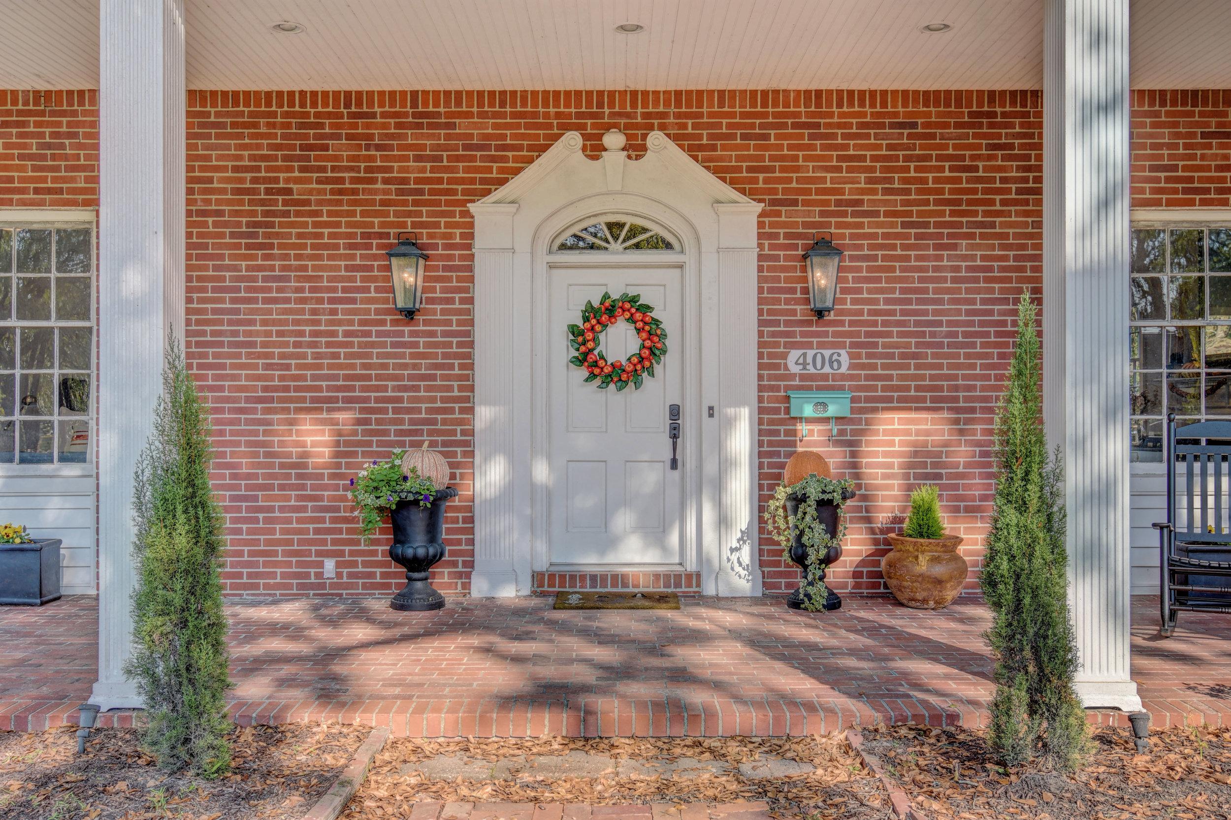 406 Woodland Dr Jacksonville-print-005-11-Front Porch-4200x2800-300dpi.jpg
