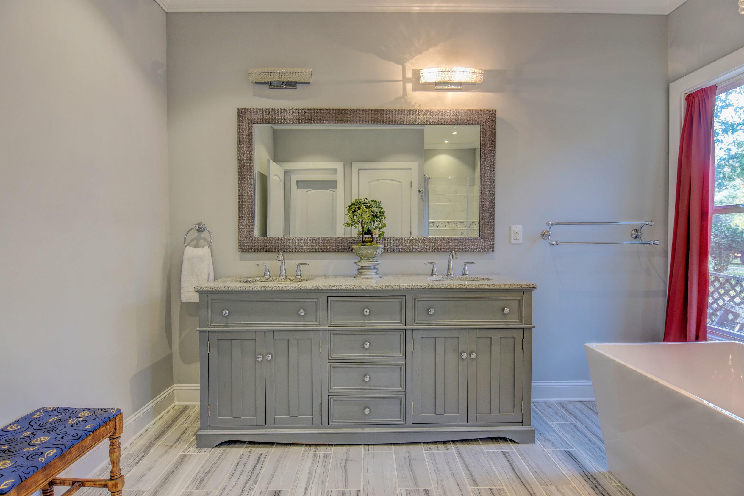 406 Woodland Dr Jacksonville-print-029-28-Master Bathroom-4200x2802-300dpi.jpg