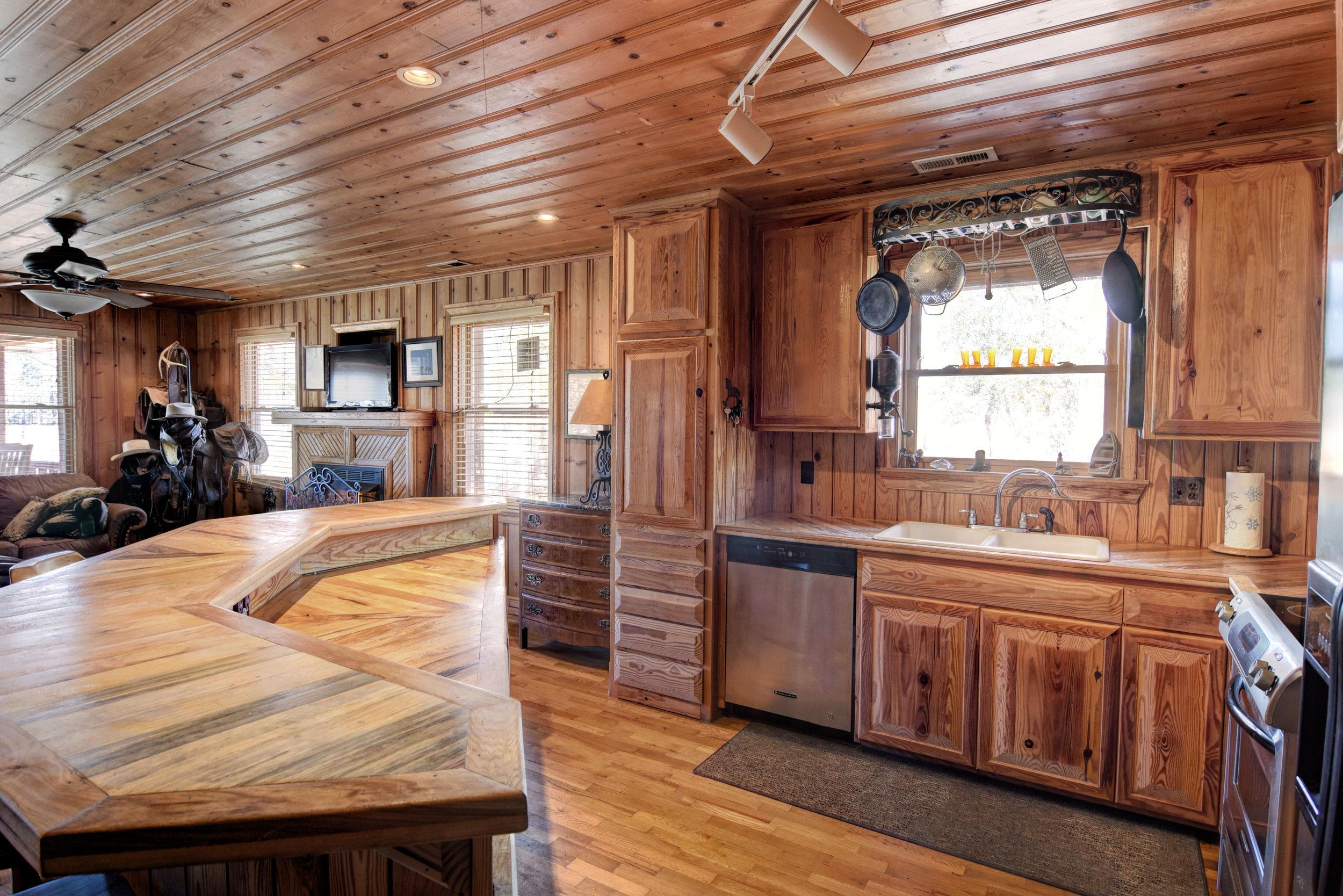 1395 Deadwood Trail SE-print-011-9-DSC 8200 1 2-4200x2803-300dpi.jpg