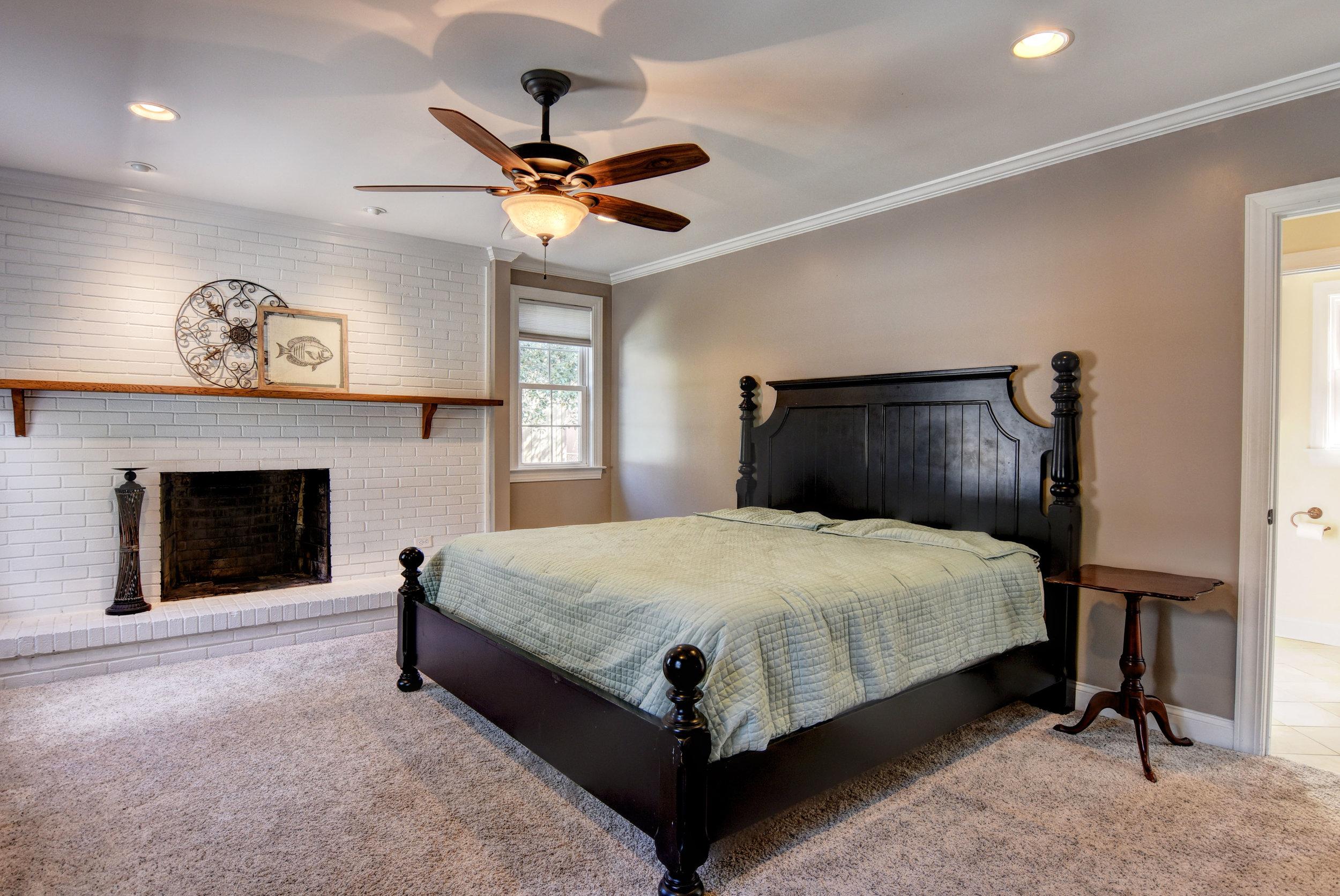 2101 Plaza Dr Wilmington NC-print-013-22-Master Bedroom-4200x2809-300dpi.jpg