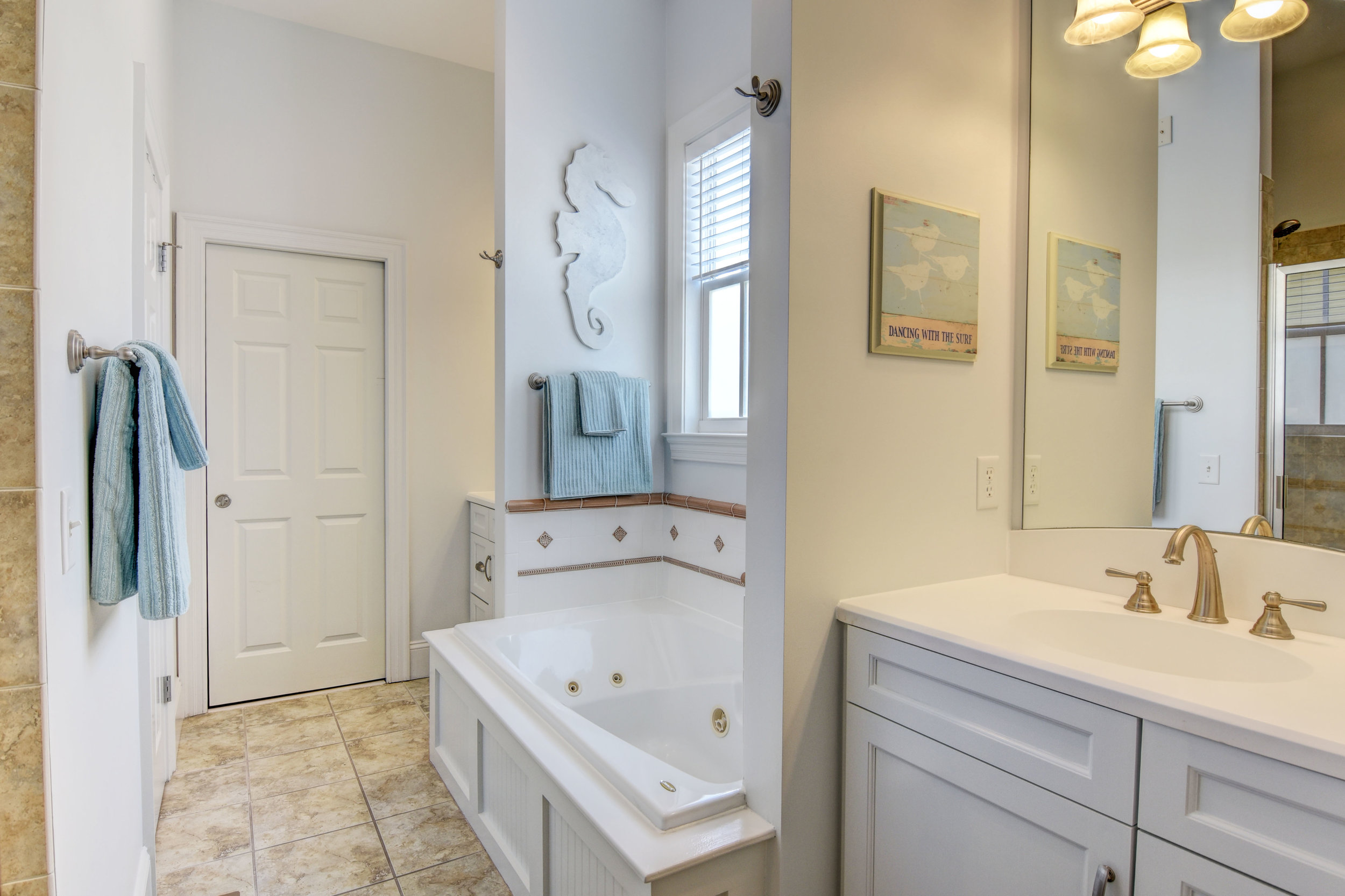 616 Woodland Forest Ct-print-025-42-Master Bath-4200x2800-300dpi.jpg