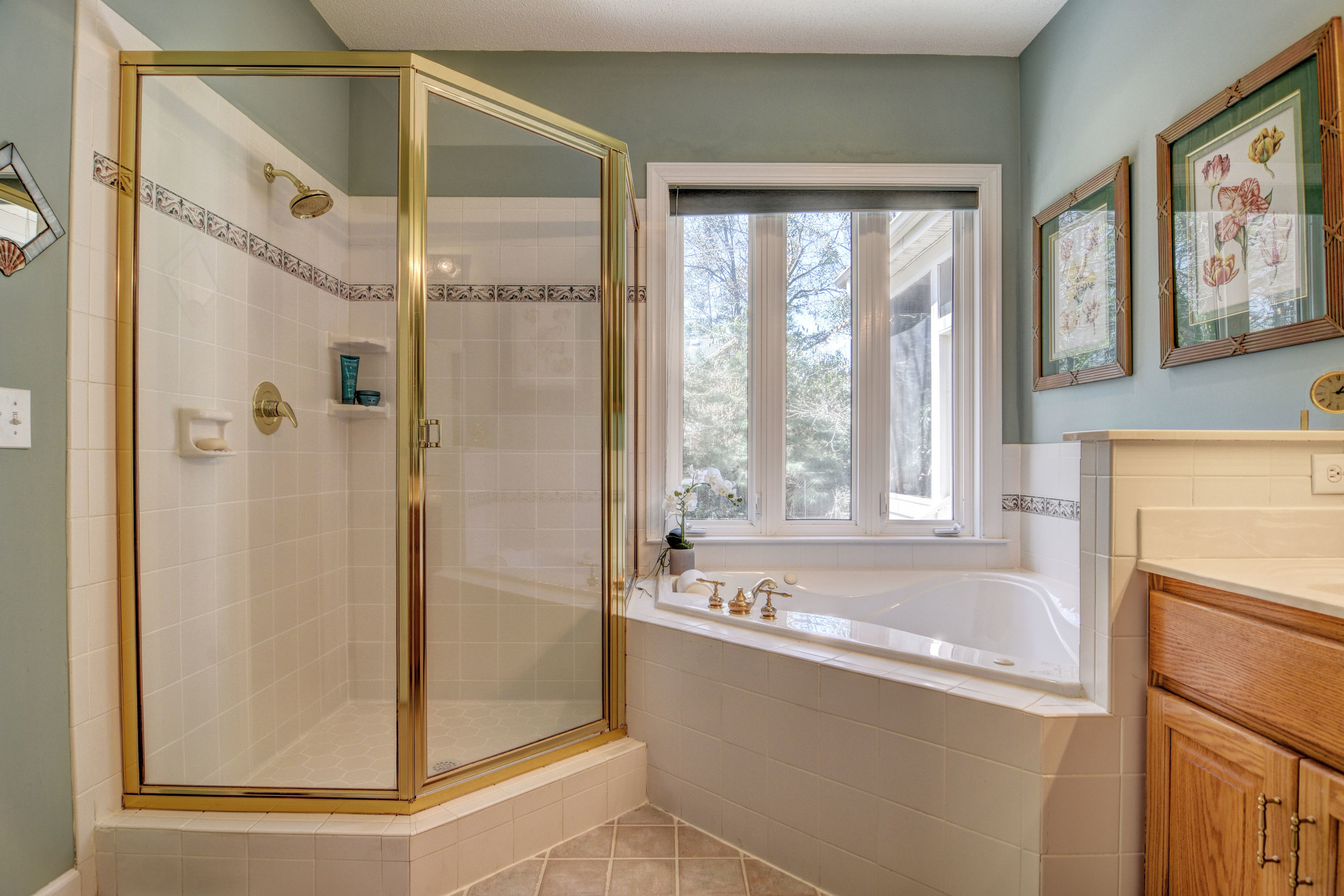 504 N Line Drive Hampstead NC-print-022-10-Master Bath-4200x2802-300dpi.jpg