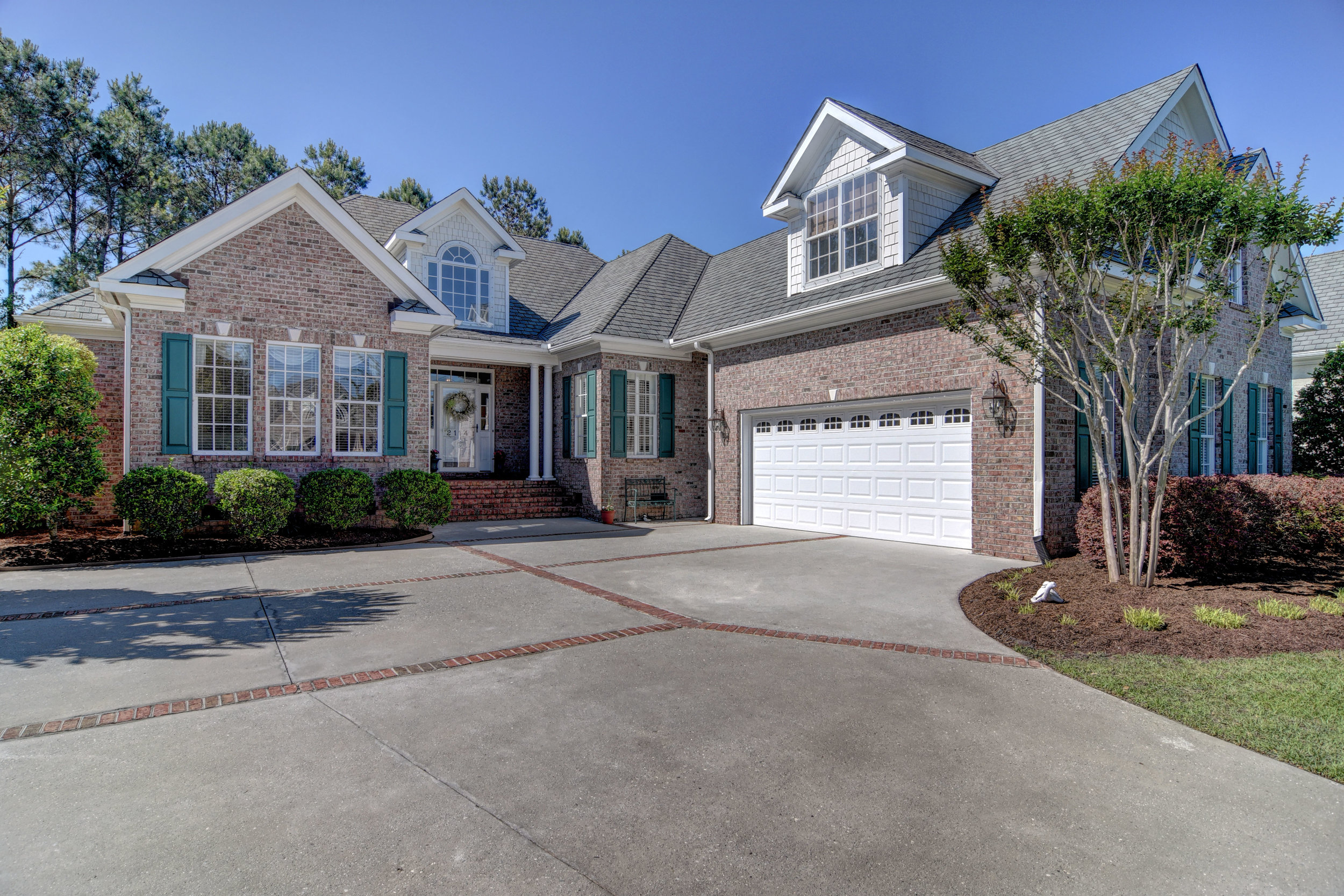 2114 Bay Colony Ln Wilmington-print-034-1-SideEntry Garage-4200x2801-300dpi.jpg