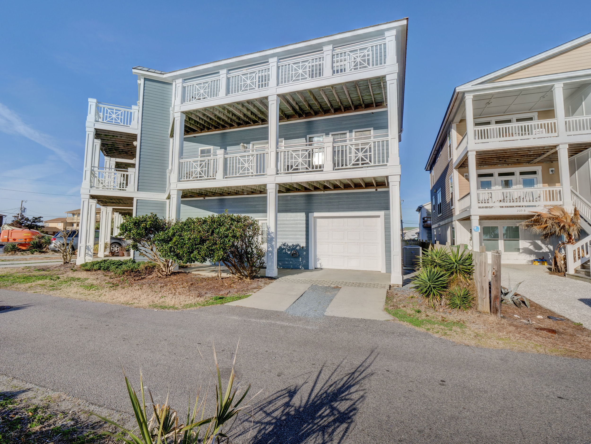 202 N Fort Fisher Blvd Unit 8-print-042-21-Welcome to your Beach Retreat-3707x2782-300dpi.jpg