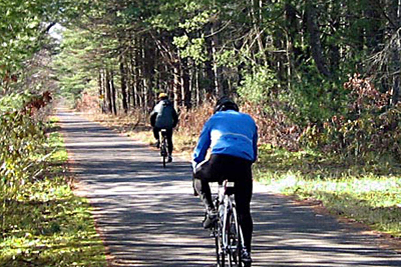 Dennis_on_trail-a-2.0.jpg