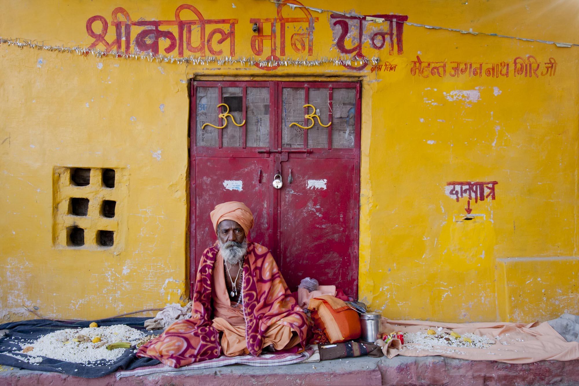 JM-Sadhu_at_Yellow_Wall.jpg