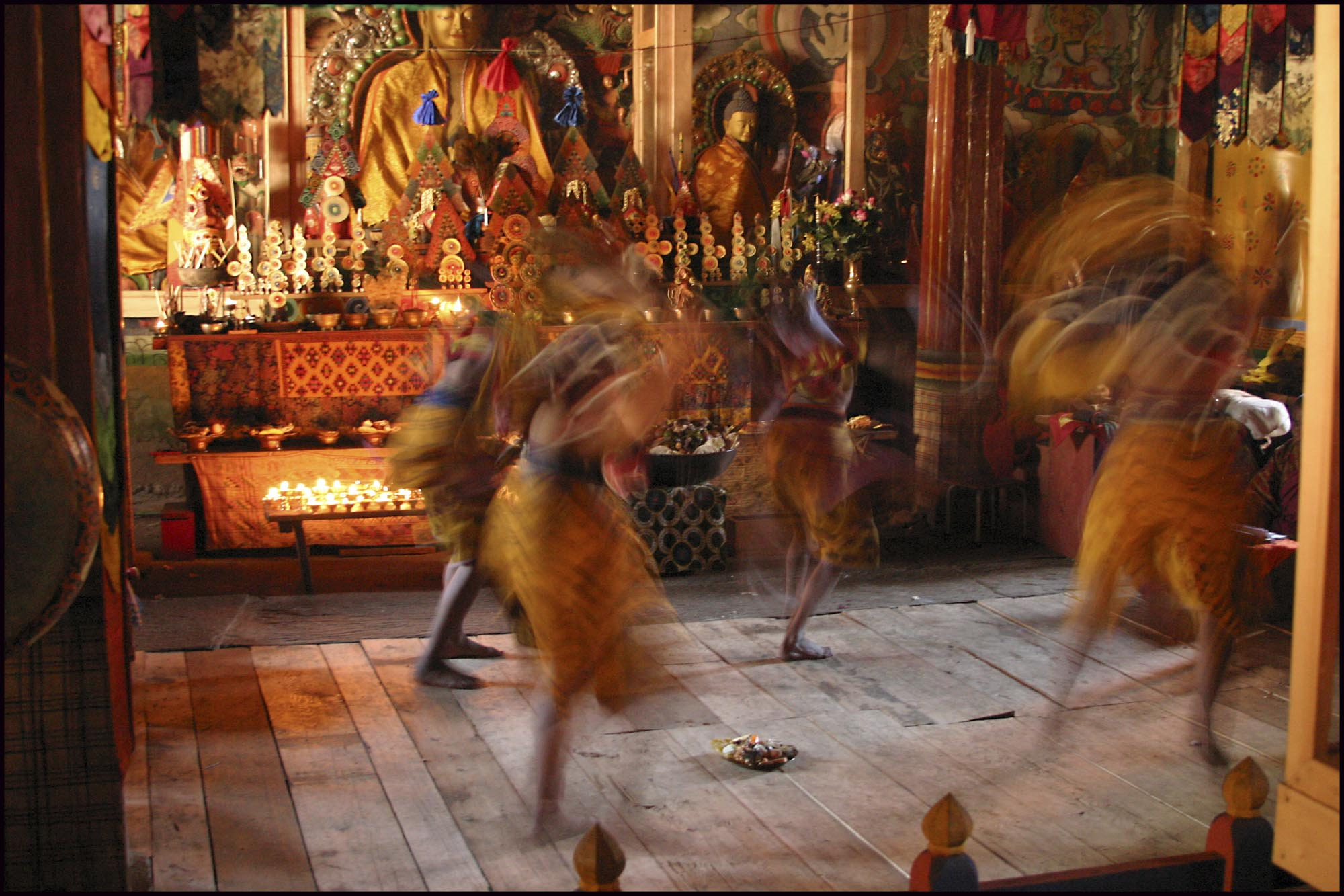 Shingkhar_Temple_Dancers_(1).jpg