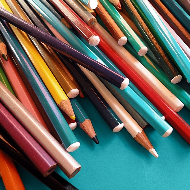 multicolored-pencils_t20_LVmA7a.jpg