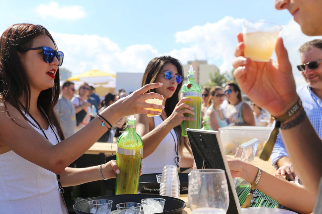 8-guests-getting-a-tanqueray-drinks-6 copy.jpg