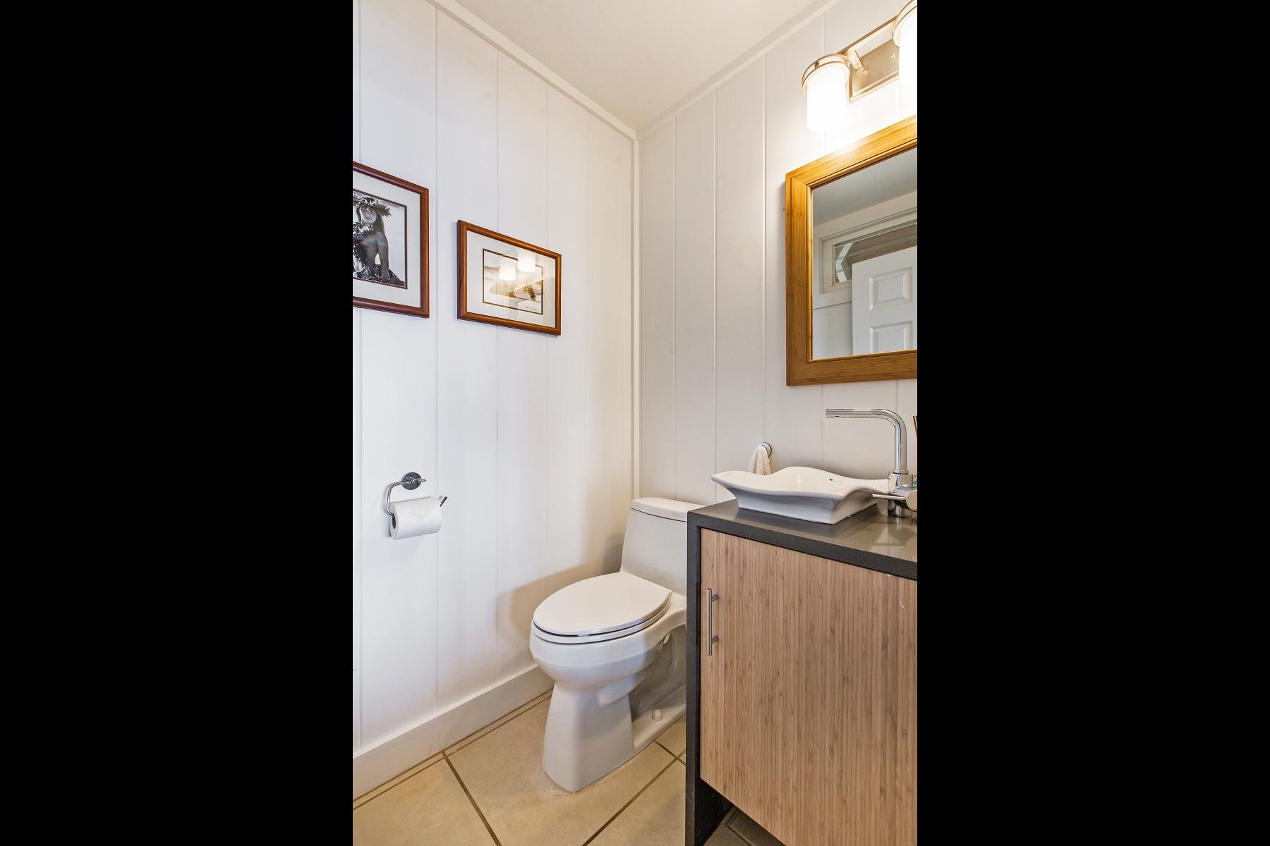 Half-Bath-V.jpg_1800x1200_2194219.jpg