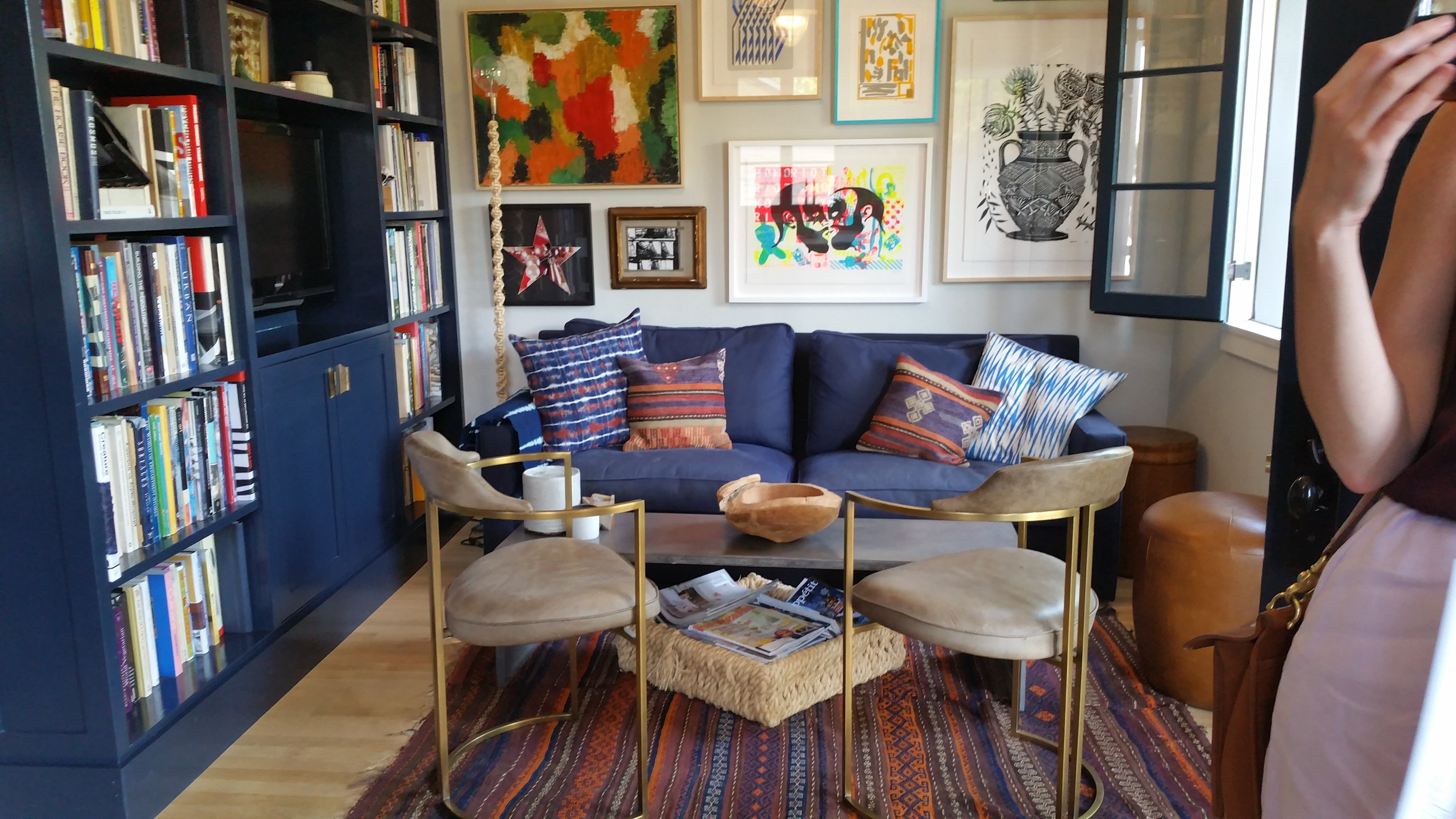 The owner of this house do an impressive job of turning a 575 square foot Los Feliz Square home into a really comfortable and functional place to live.