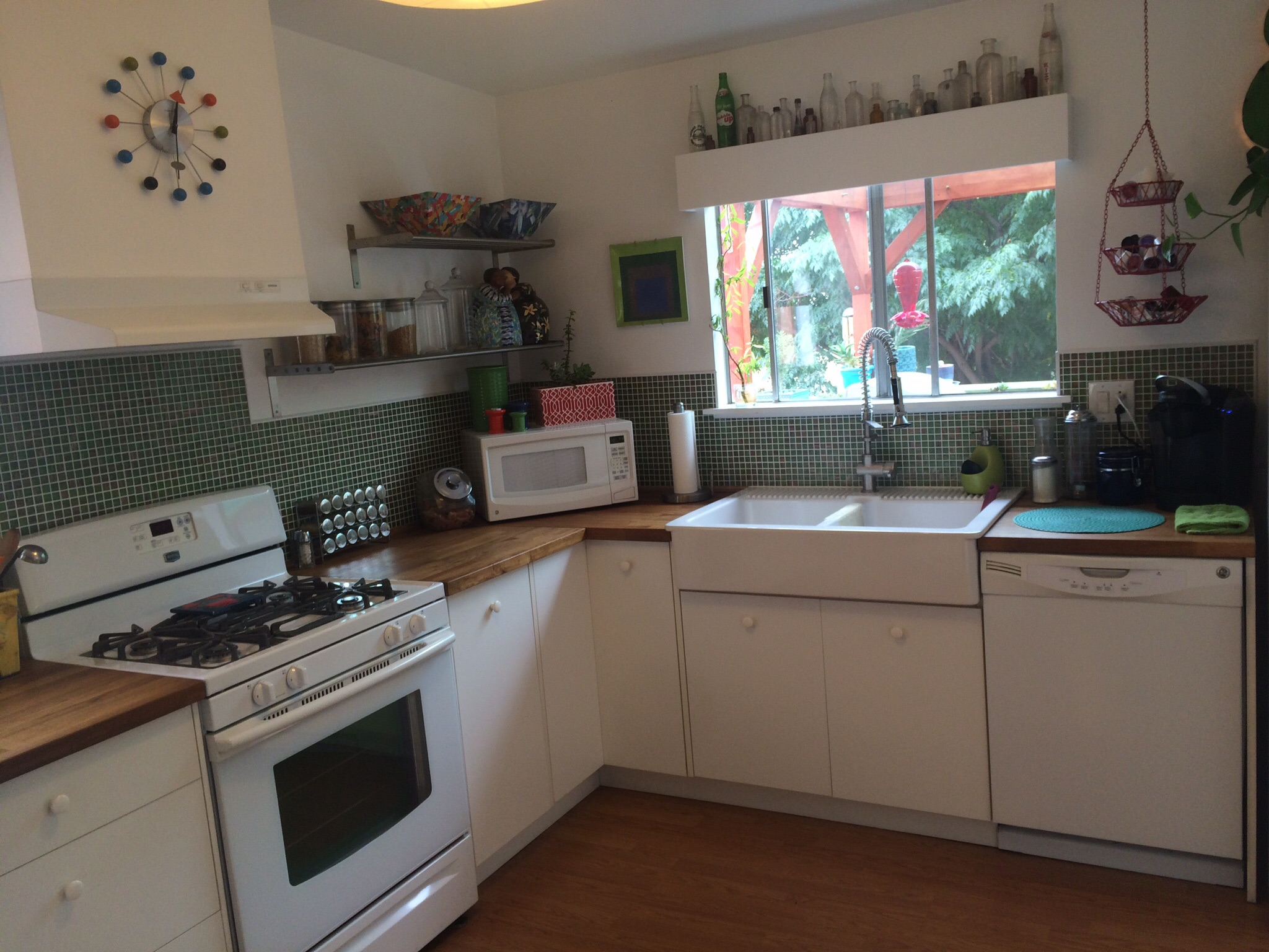 Clean, maintained kitchen.