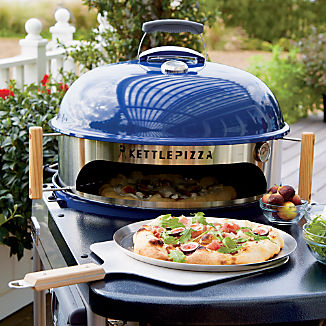 kettle-pizza-deluxe-usa-pizza-oven-kit.jpg