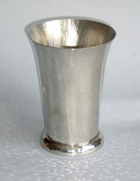 Vase (V2)