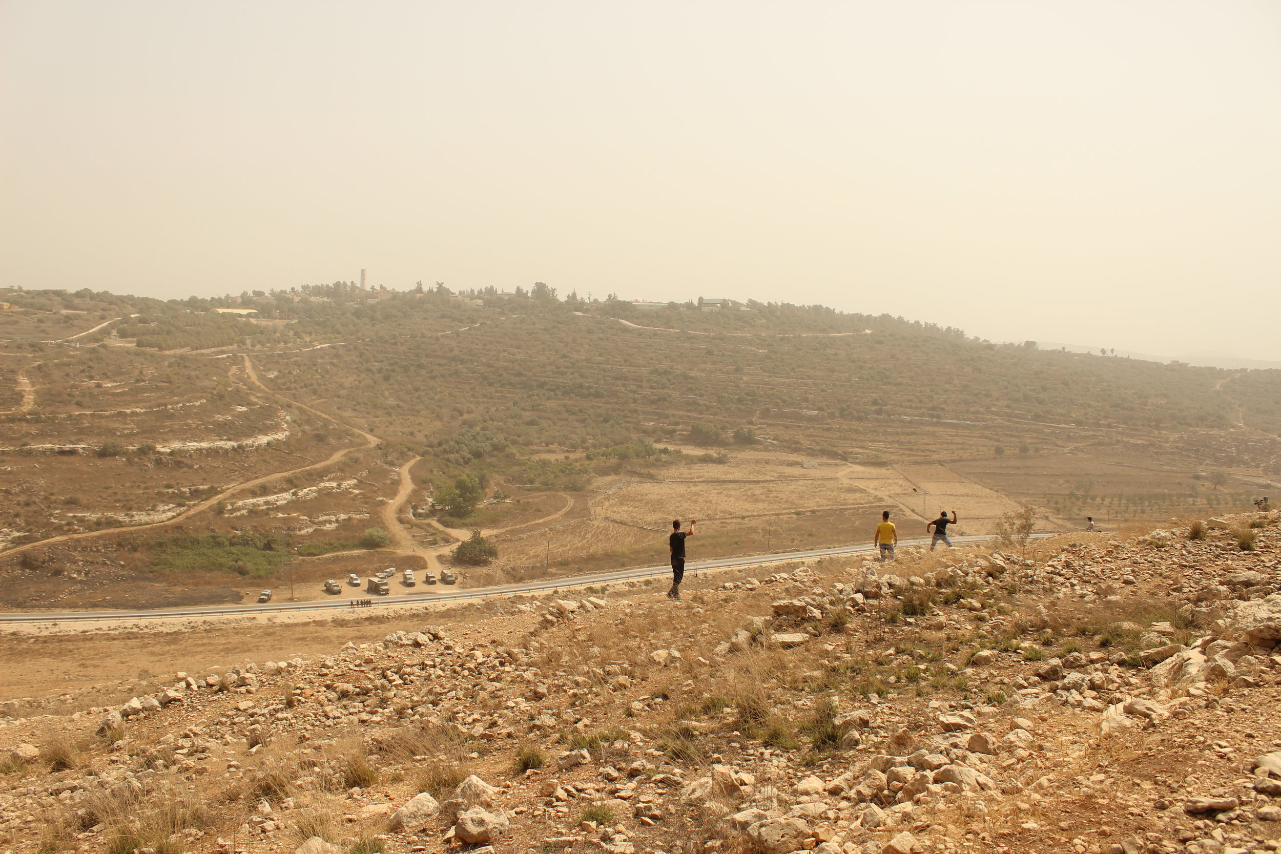 drenge m slangebøsser Nabi Saleh.JPG
