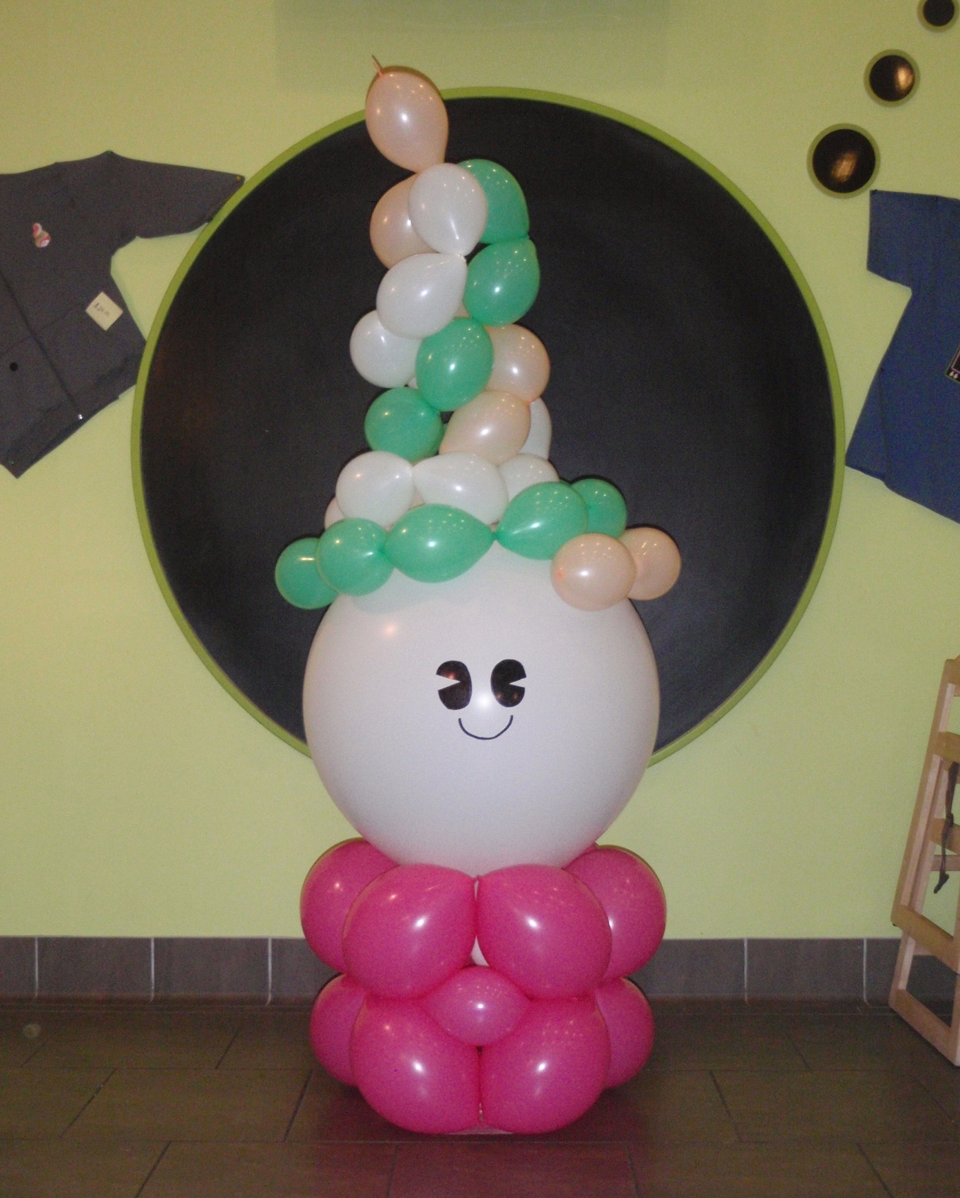 Balloon recreation of the Menchies frozen yogurt logo