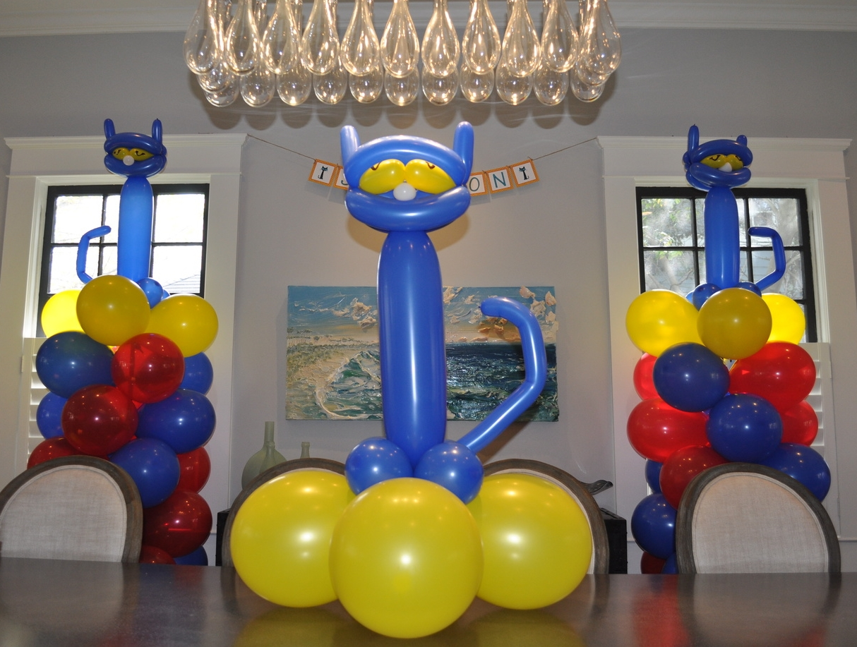 Balloon decorations for a Pete the Cat birthday party