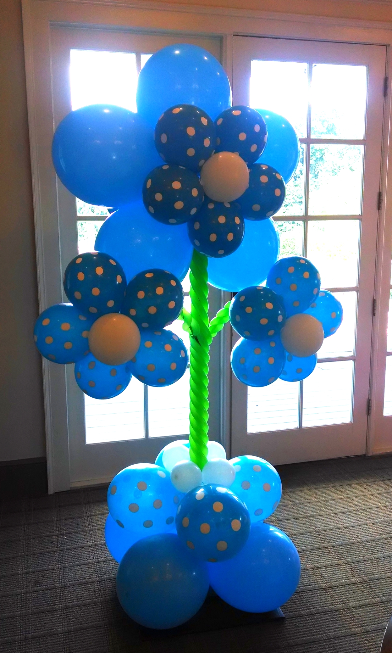 Blue balloon flower for a gender reveal party
