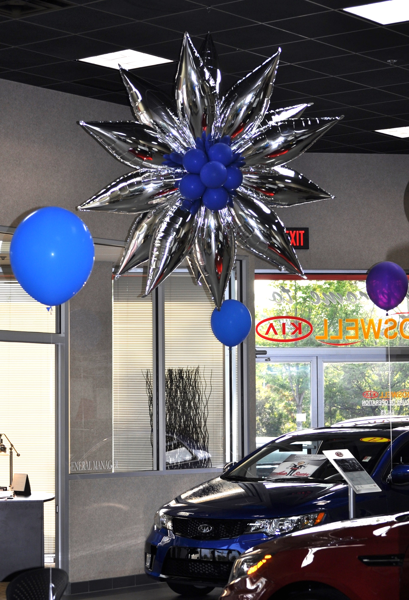 Kia Carland showroom balloon decor