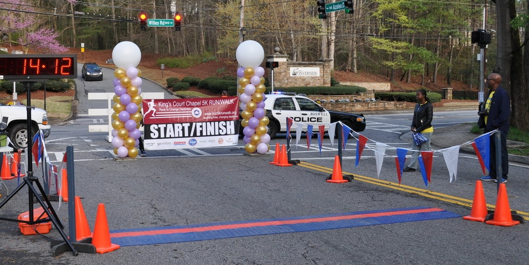 Balloon start / finish line for King's Court Chapel 5K