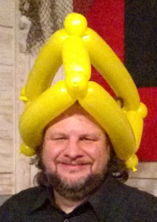 balloon_green_bay_cheesehead_hat.jpg