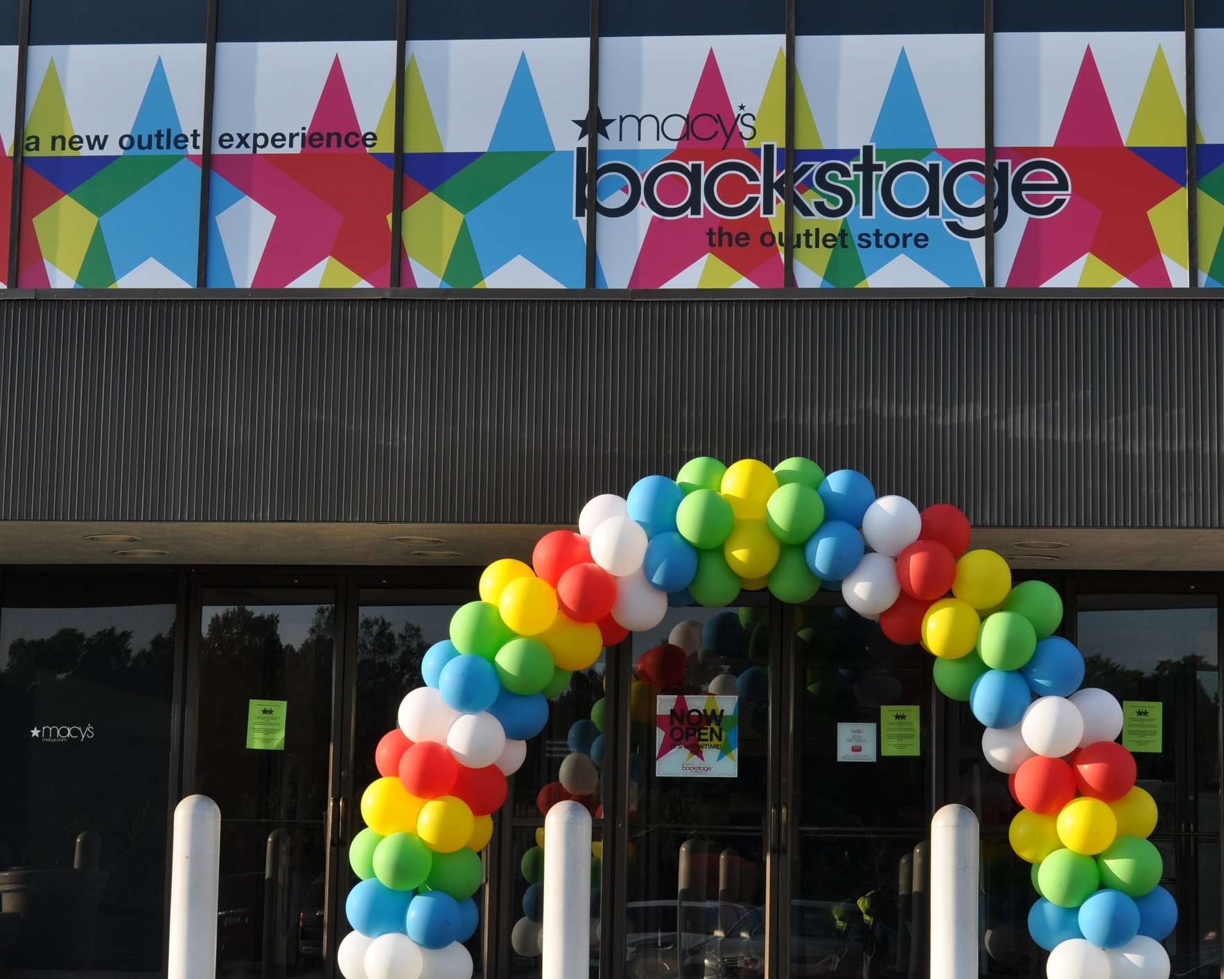 Macy's backstage balloon arch