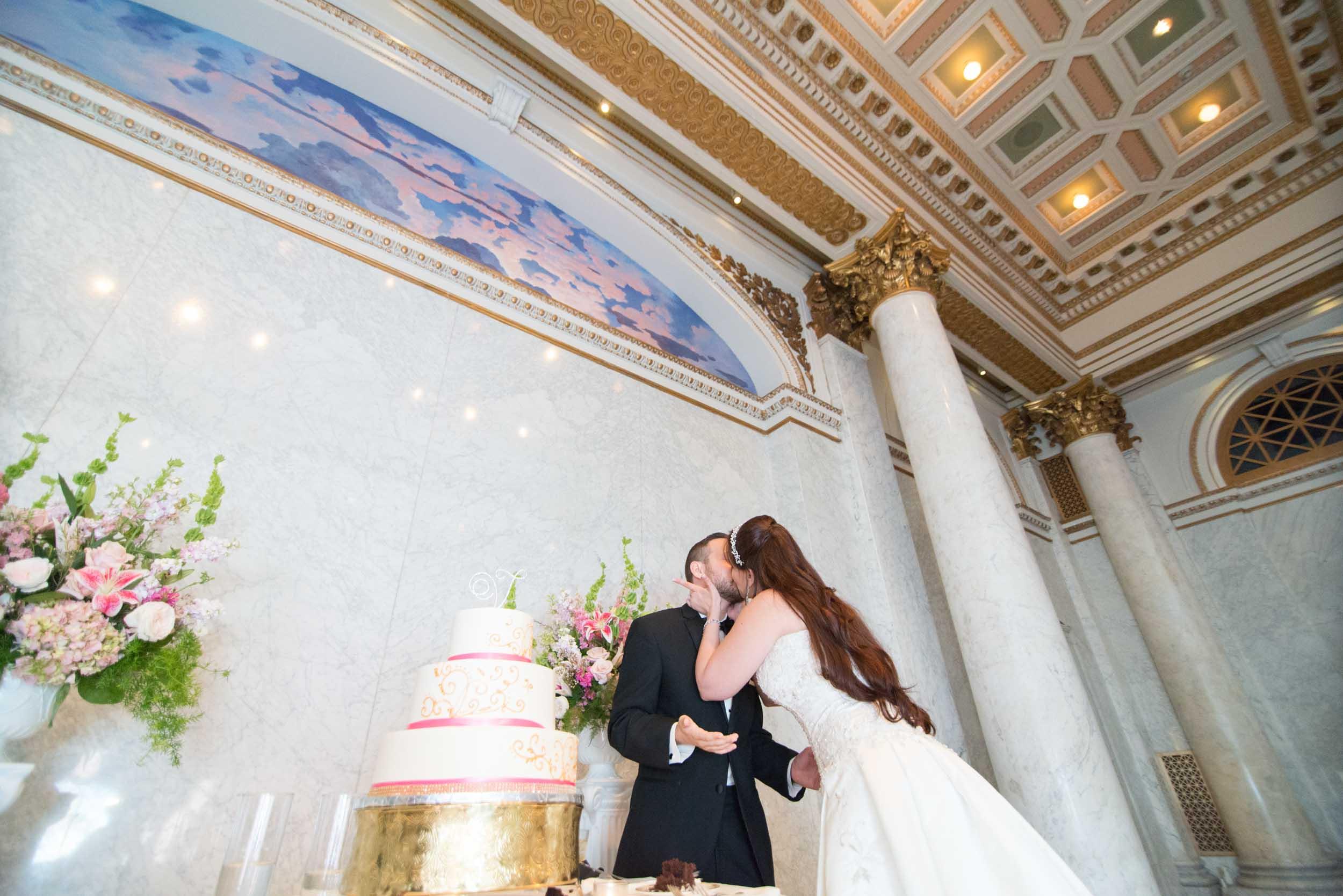 dc+metro+wedding+photographer+vadym+guliuk+photography+wedding+cake-cutting-2022.jpg