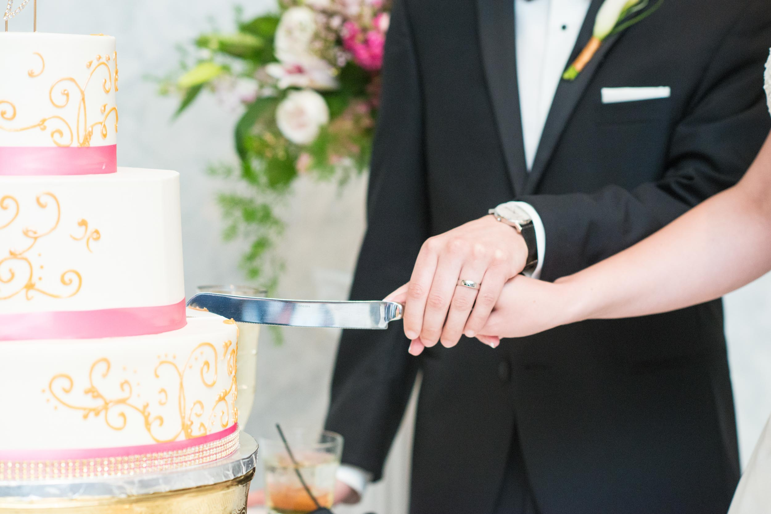 dc+metro+wedding+photographer+vadym+guliuk+photography+wedding+cake-cutting-2021.jpg