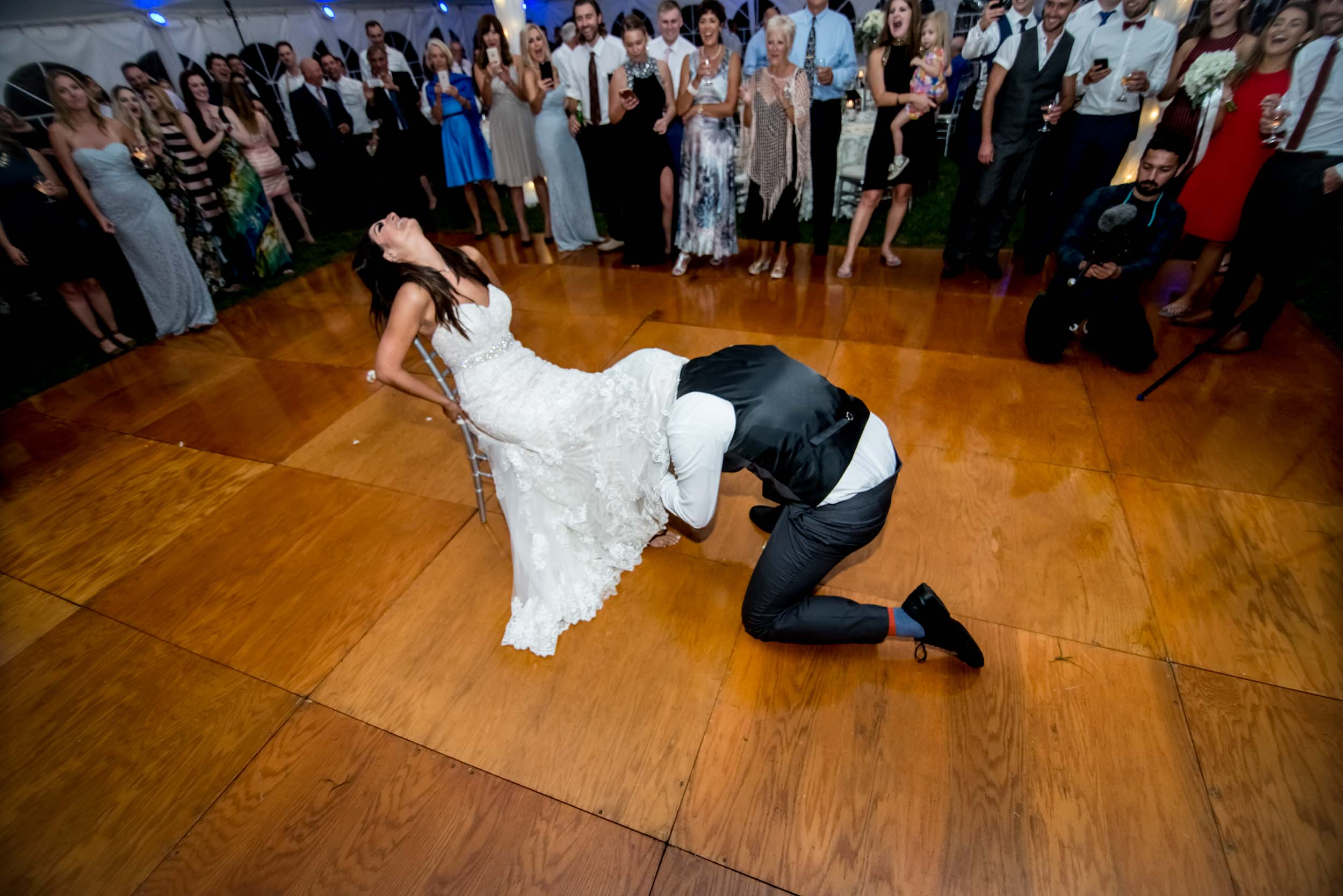 dc+metro+wedding+photographer+vadym+guliuk+photography+wedding+garter+toss-2022.jpg