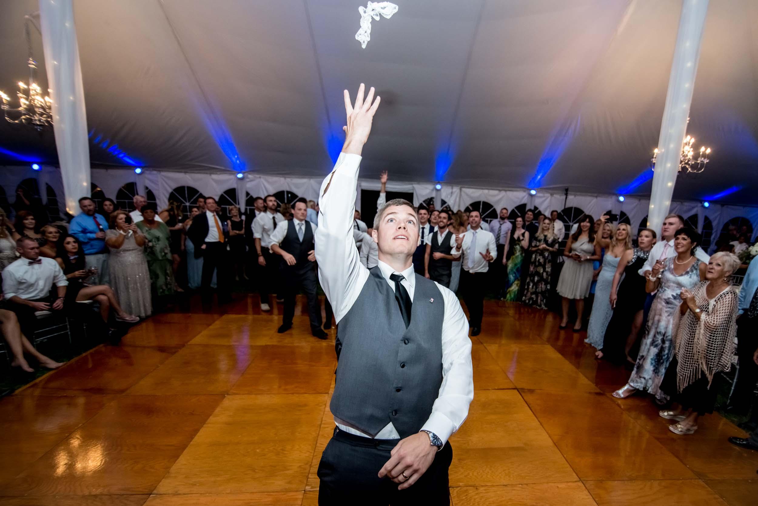 dc+metro+wedding+photographer+vadym+guliuk+photography+wedding+garter+toss-2025.jpg
