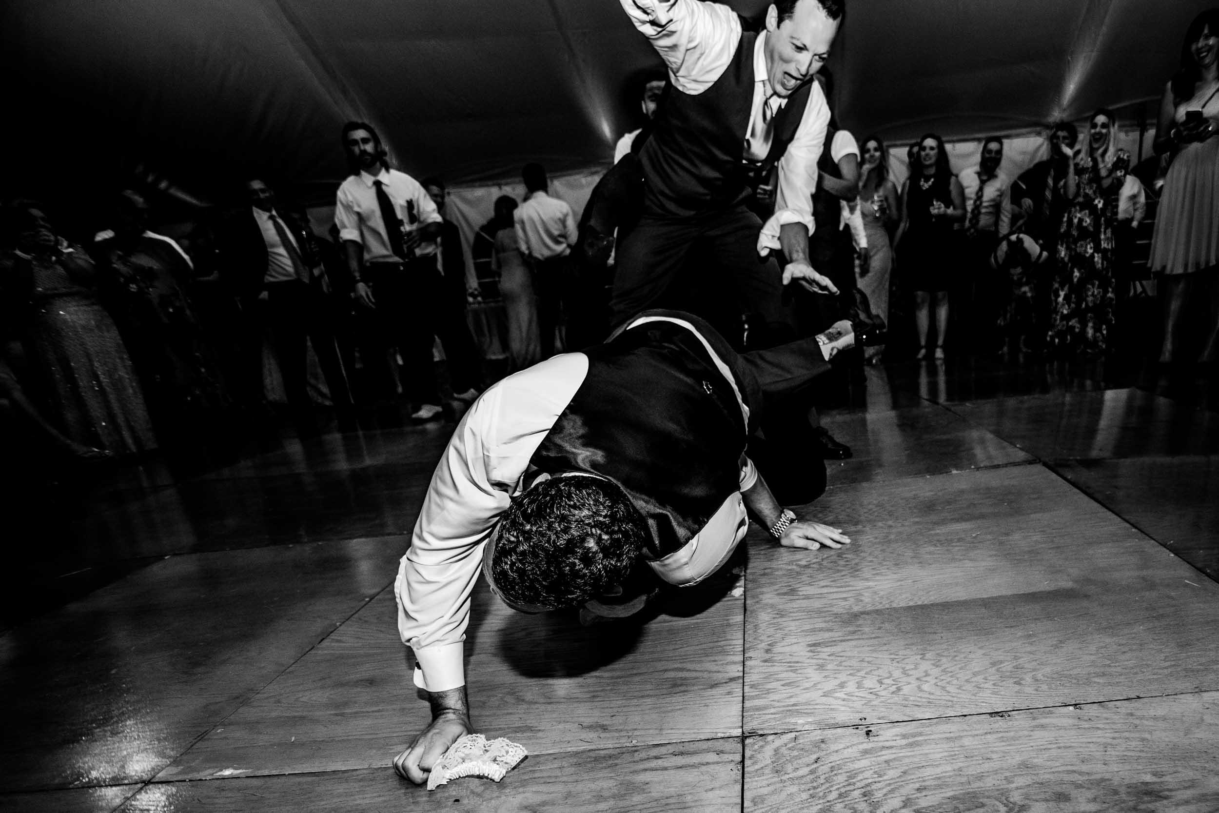 dc+metro+wedding+photographer+vadym+guliuk+photography+wedding+garter+toss-2026.jpg