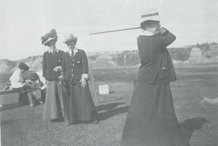 Ladies at golf 1909.PNG