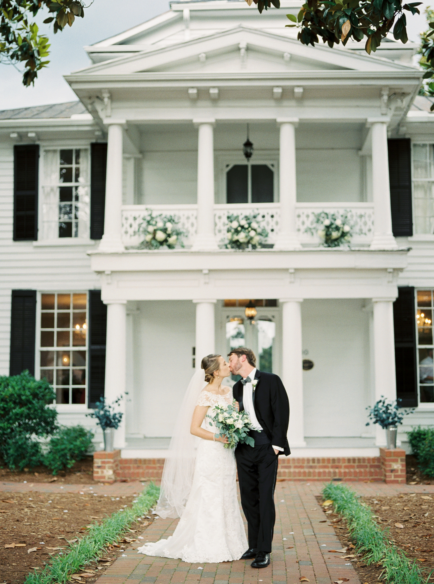 leslie alford mims house bride and groom