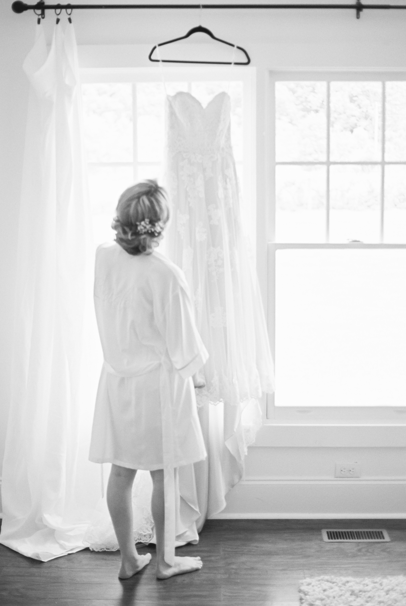 bride getting ready at morning glory