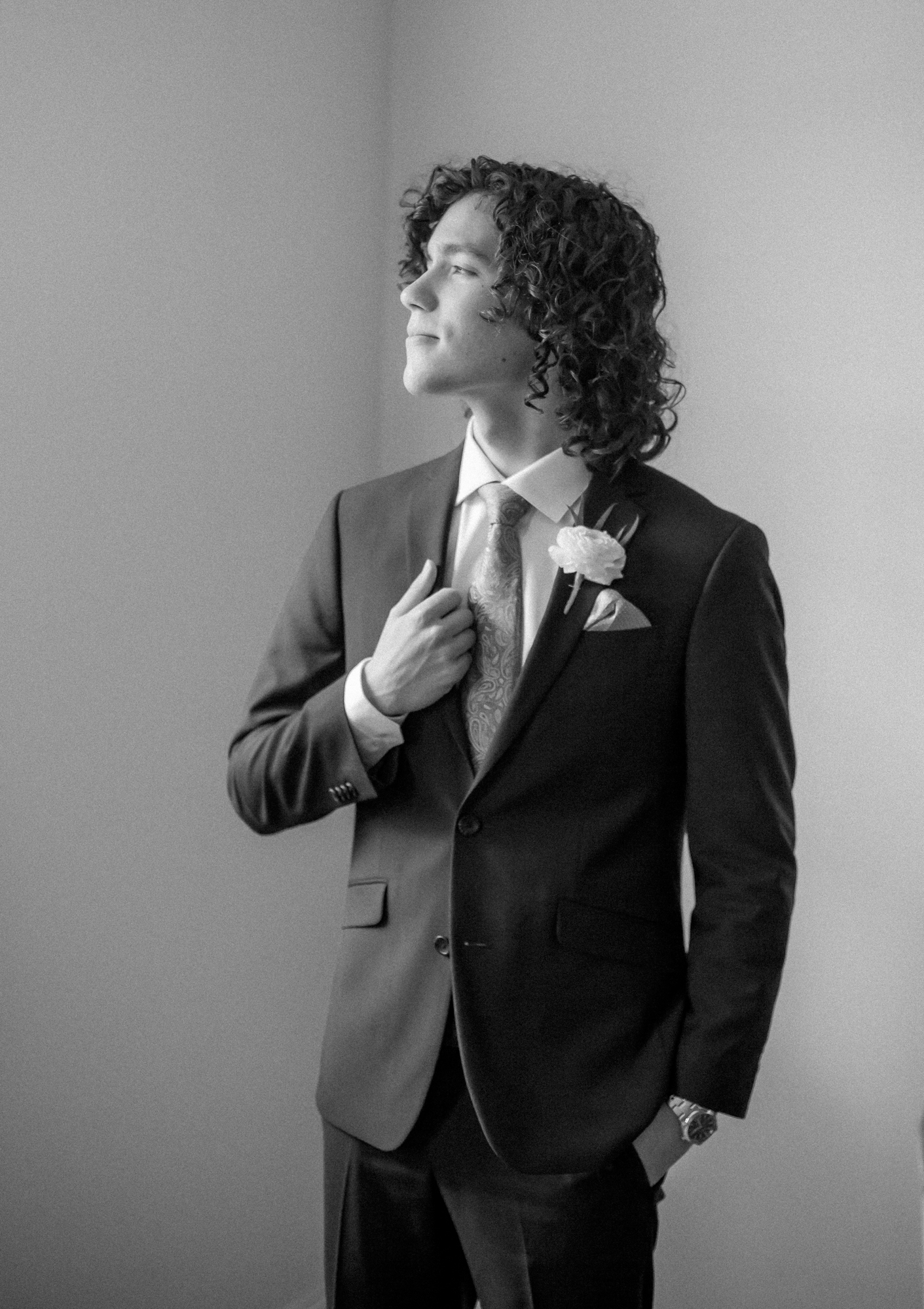 groom black and white portrait