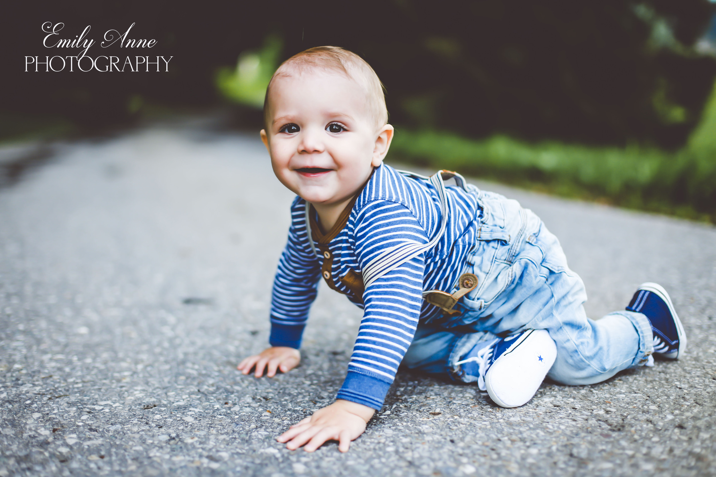 sweet southern family photos nashville/franklin/brentwood top affordable high quality family and child photographer Emily Anne photography  Posing tips for family pics  international photographer. shot in appenzell switzerland  wedding and portrait photos based in nashville tennessee