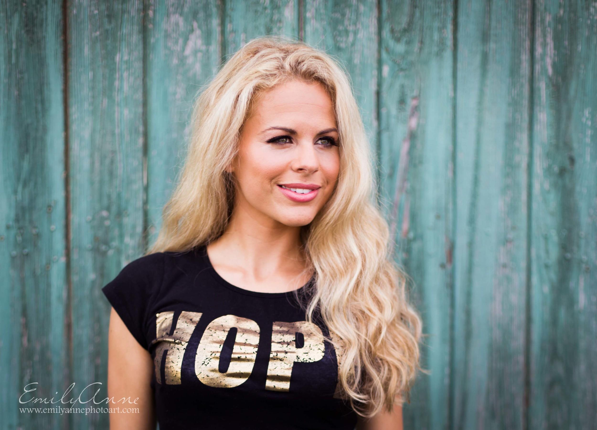 best nashville model and acting headshot photographer headshot affordable shot in Franklin TN