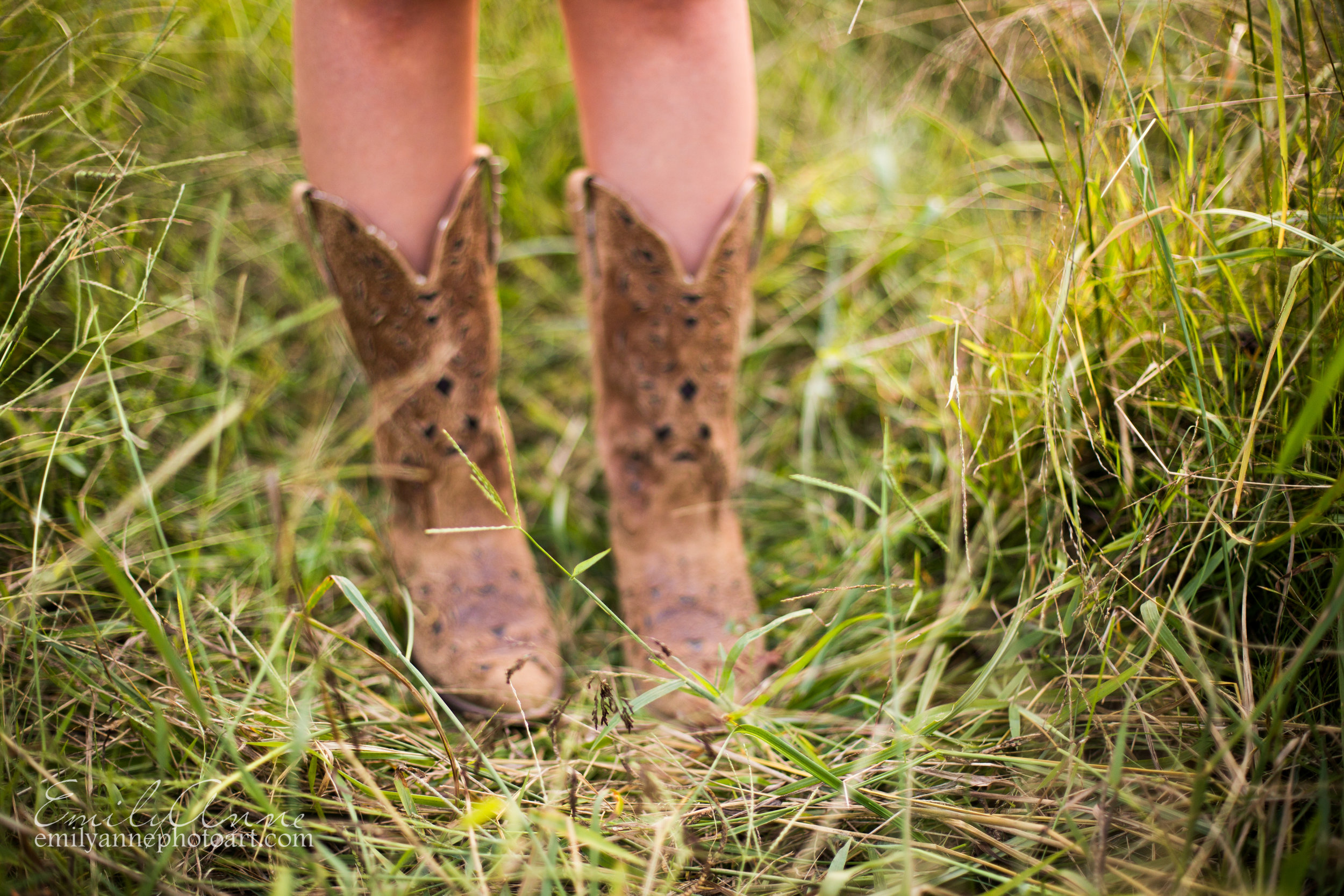 cowboy boots in senior portrait shoot- details