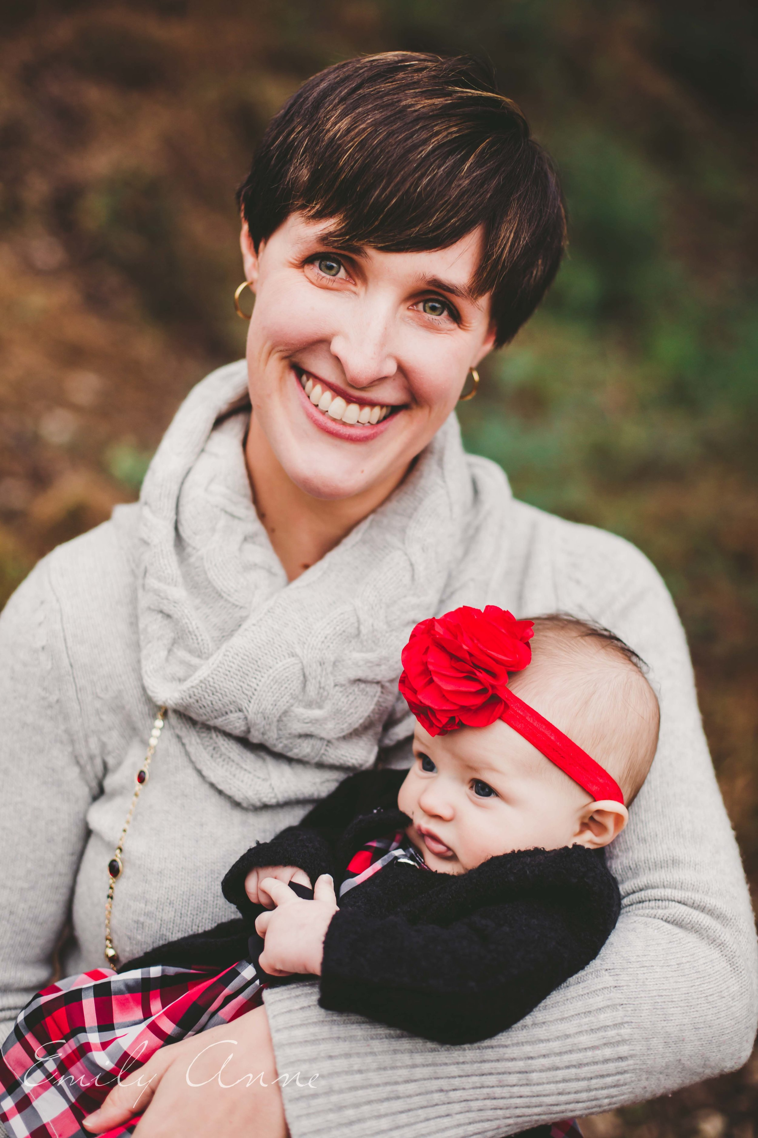 mother daughter shot-- precious moments!!! how to be a styling mom. Nashville family portrait photographer Emily Anne