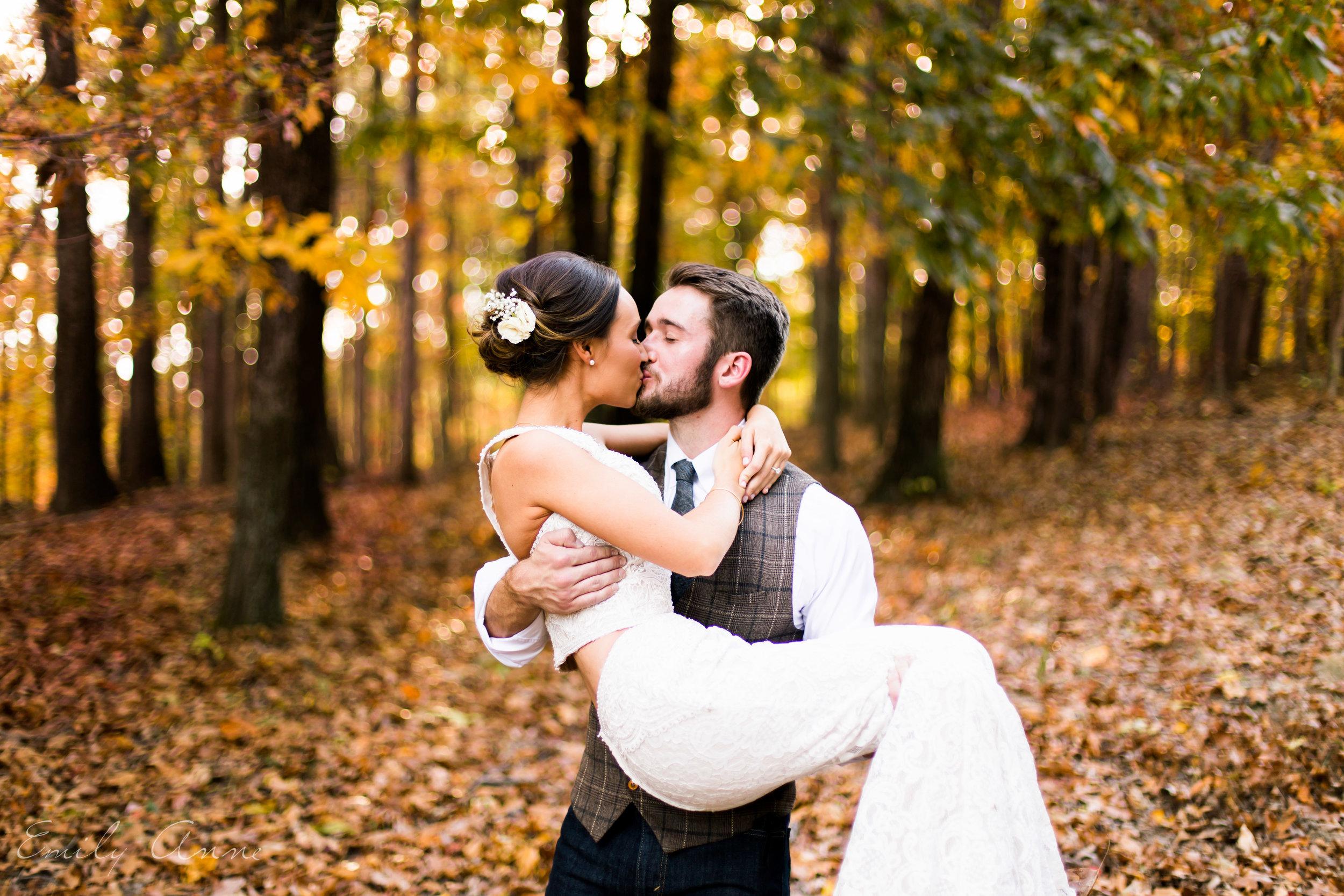 best nashville wedding photographer emily anne shot in Leiper's fork venue middle tn