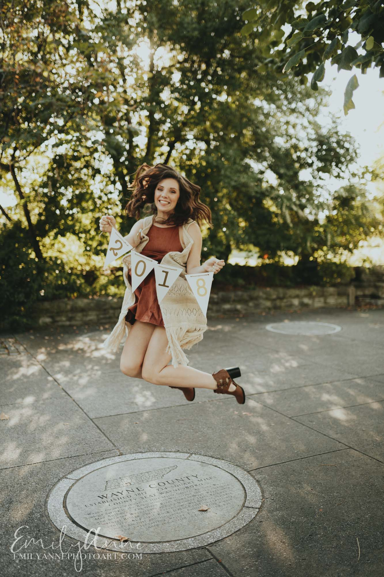 classic class of 2018 jumping photo Bicentennial park Emily Anne seniors