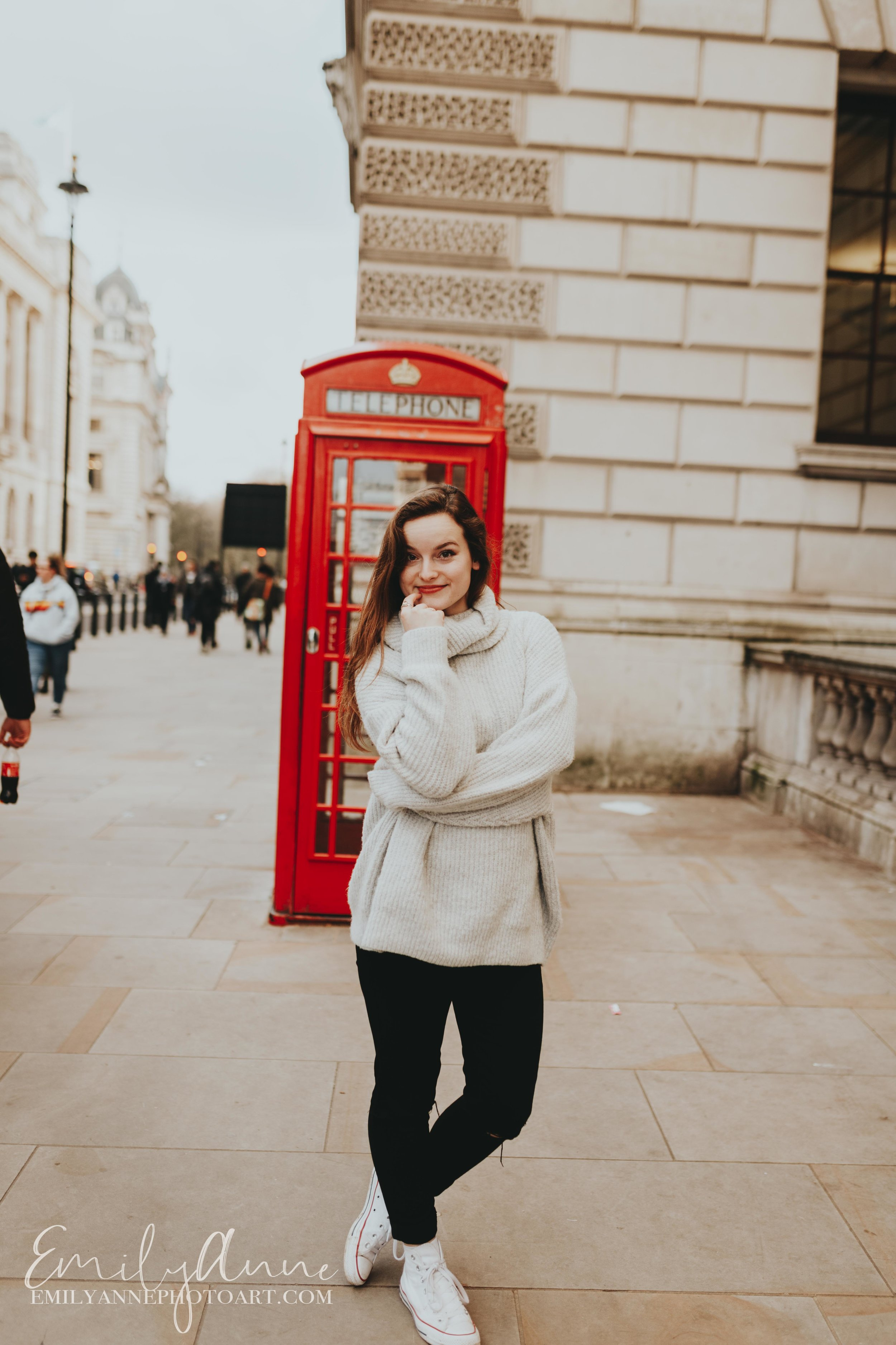 fun UK telephone booth images portrait inspiration by best wedding/portrait photographer emily Anne photography Nashville US and London Barcelona
