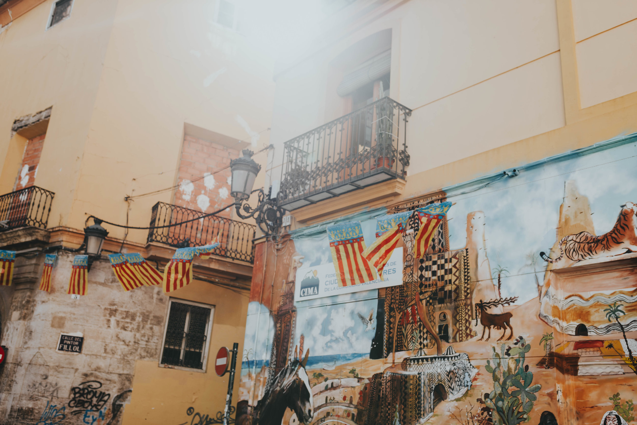 street art tour valencia Spains things to do by top portrait & wedding photographer Emily Anne