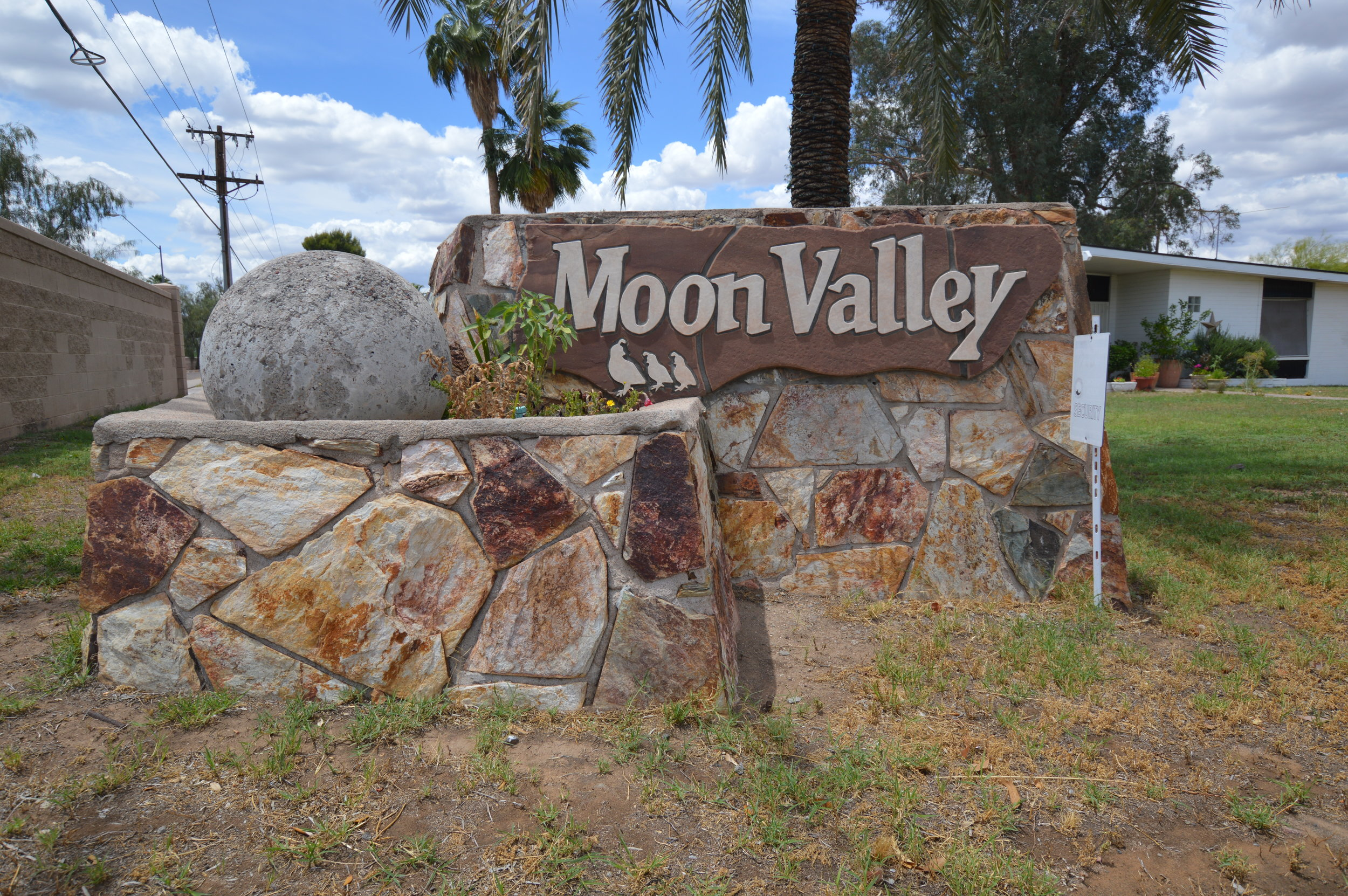 Moon Valley Community Entrance