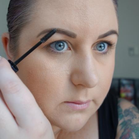 marisa-robinson-makeup-artist-brow-gel.jpg