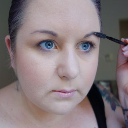 marisa-robinson-makeup-artist-brow-brush.jpg