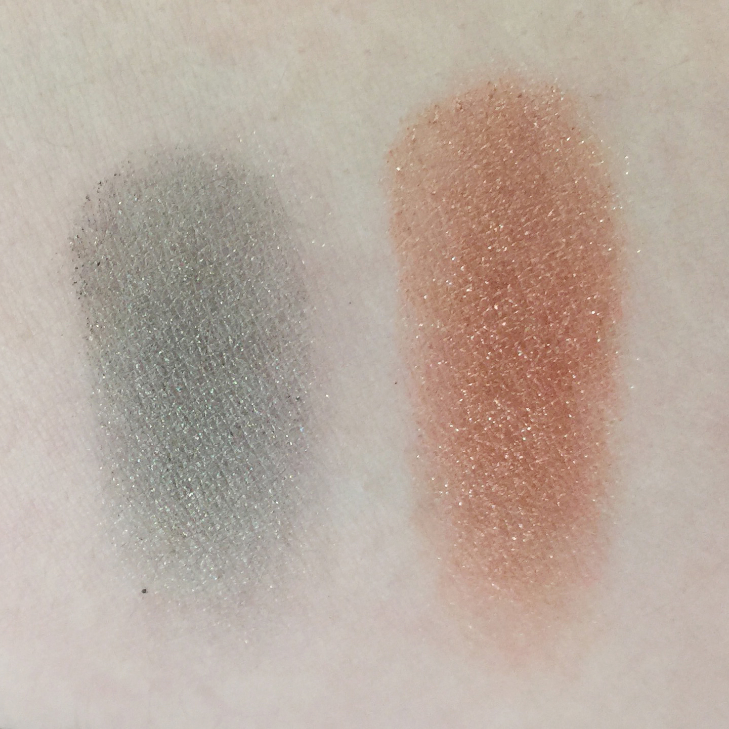 (L-R)M.A.C x Star Trek Pressed Pigment Eye Shadows in the shades 'Bird of Prey' and 'To Boldly Go'-in natural light