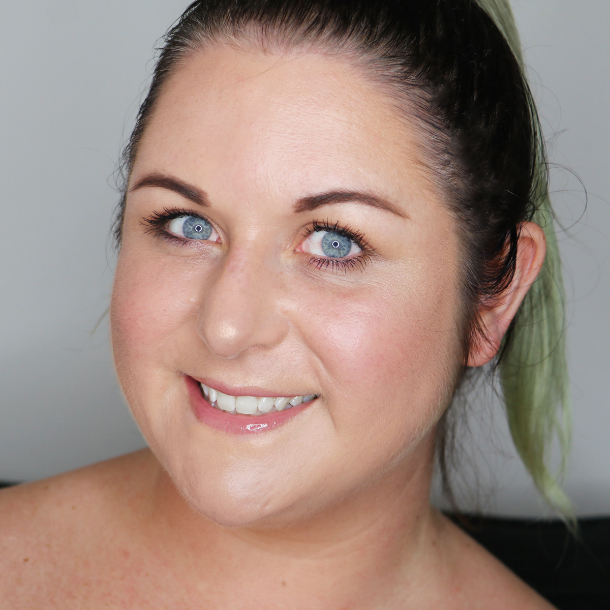 Marisa Robinson Beauty Blogger 5 Minute Makeup Look Using 5 Products